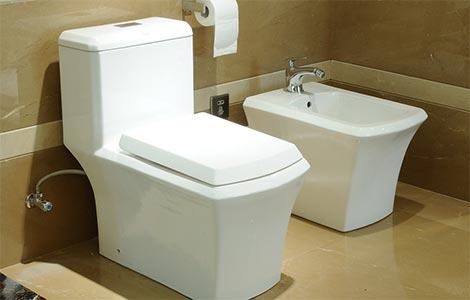 马桶与浴缸的最短距离